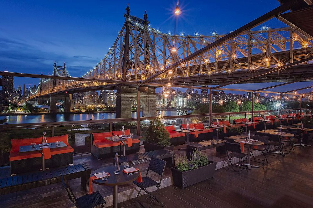Rooftop restaurant in Queens