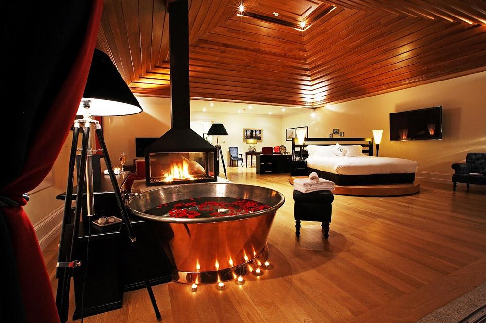 Wine-themed room