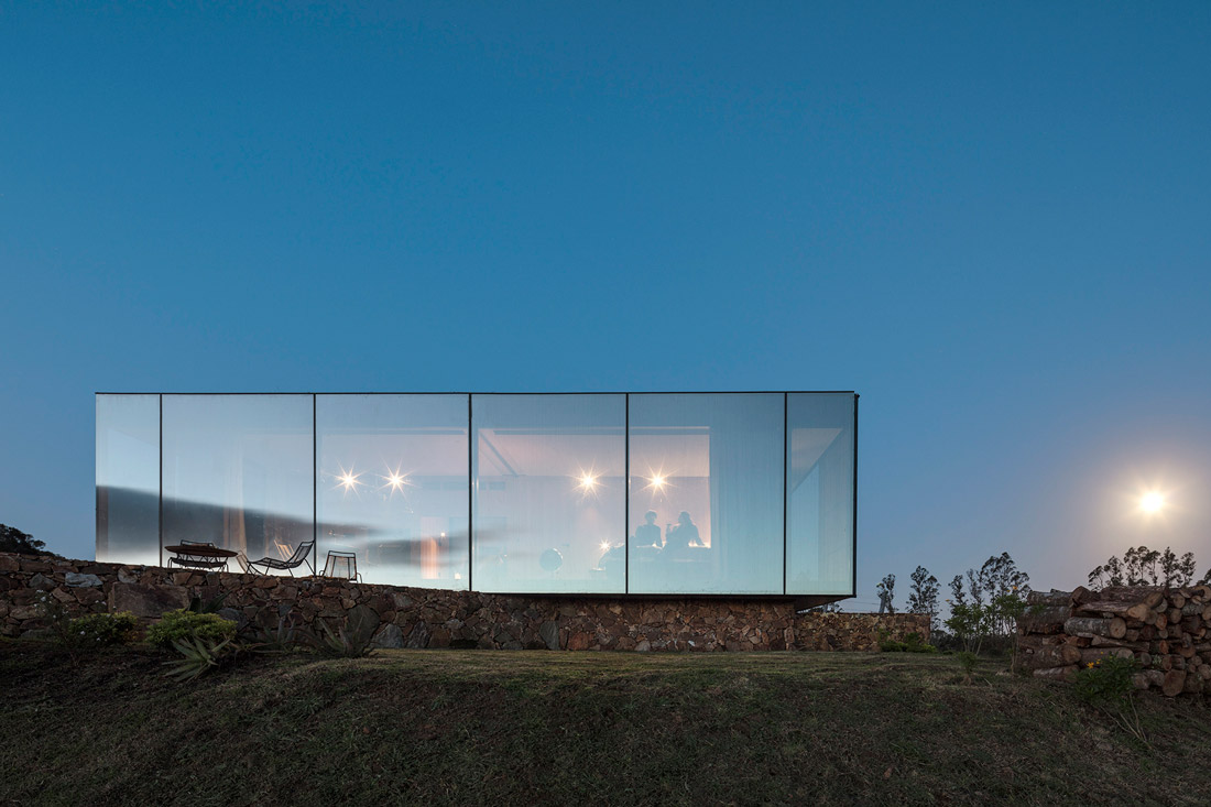Cabin clad in mirrored glass