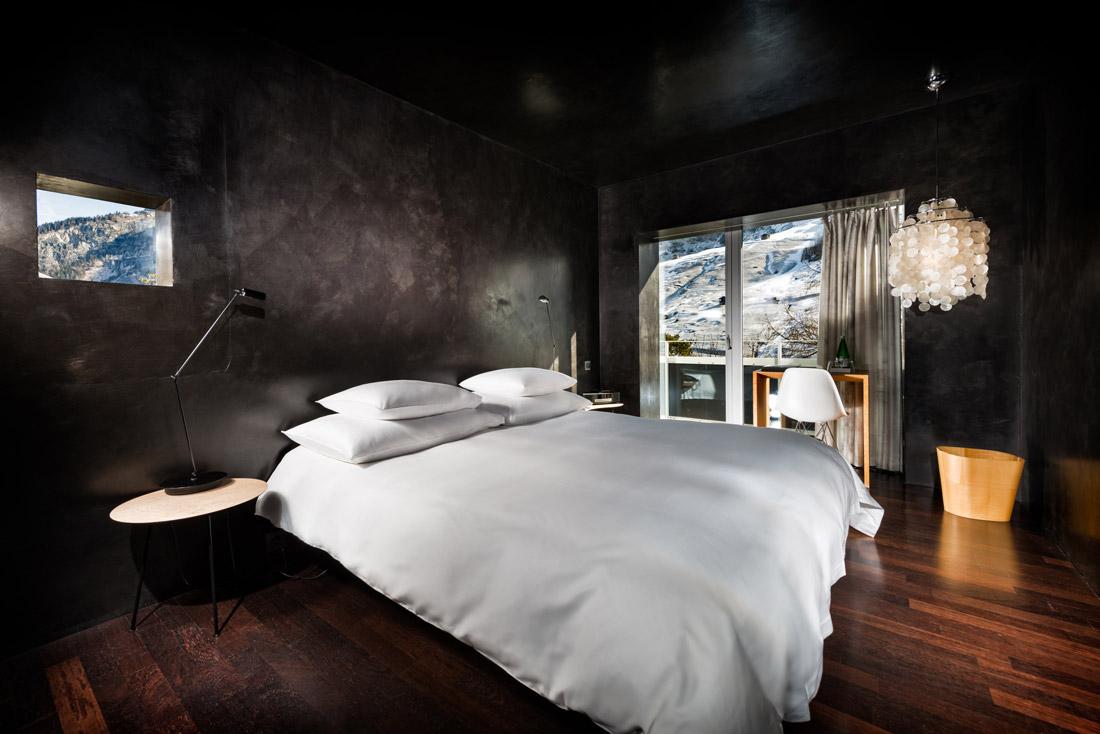 Dark Stucco lustro wall coverings