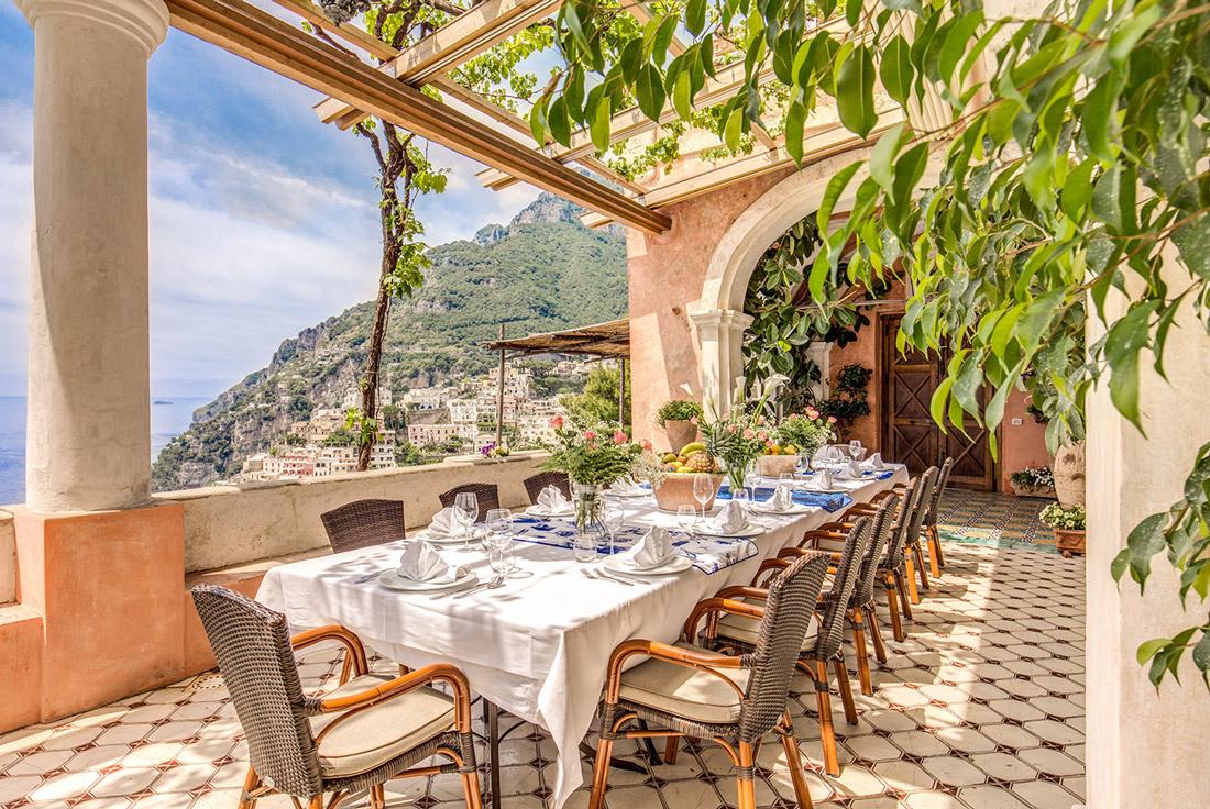 Alfresco dining in Positano
