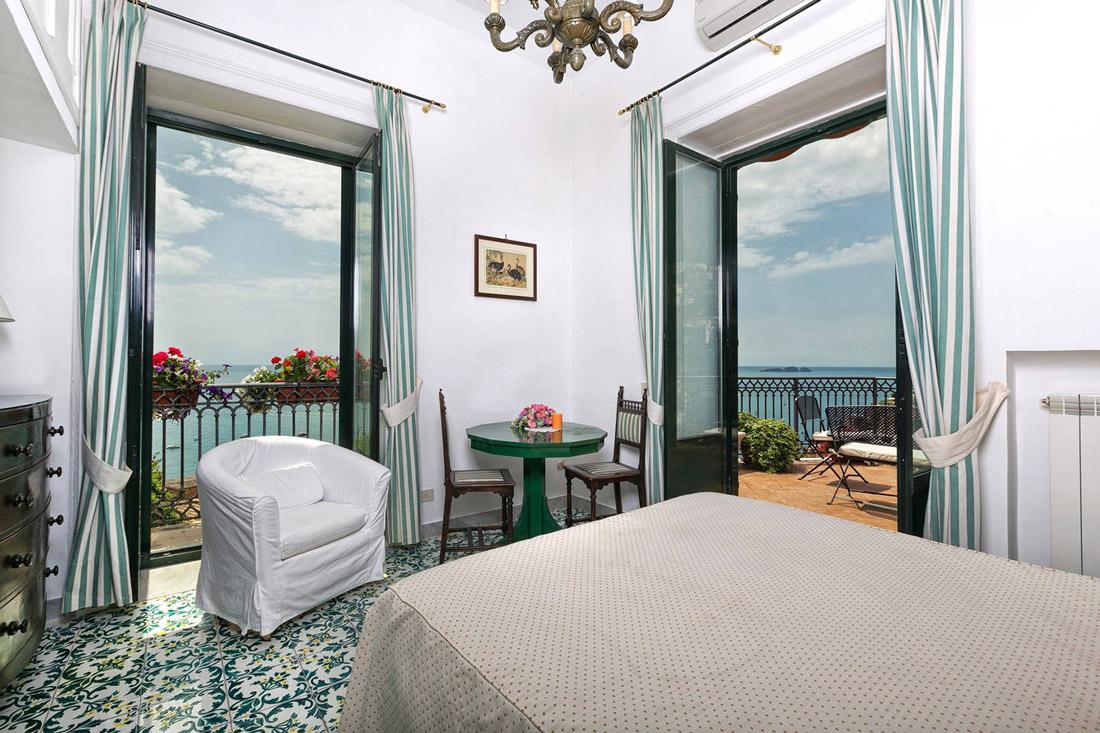 Corner room with sea views
