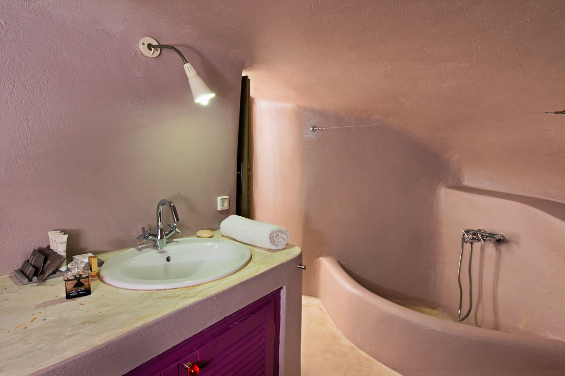 Bathroom with curved walls