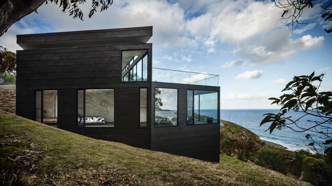 Panoramic floor-to-ceiling windows