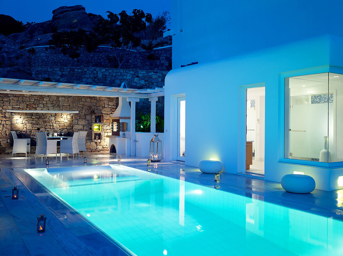 Beautiful poolside space