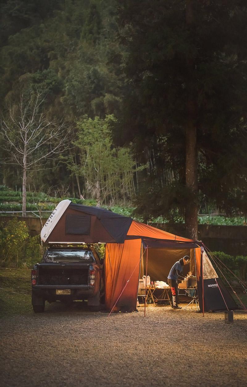 Hardshell rooftop tent