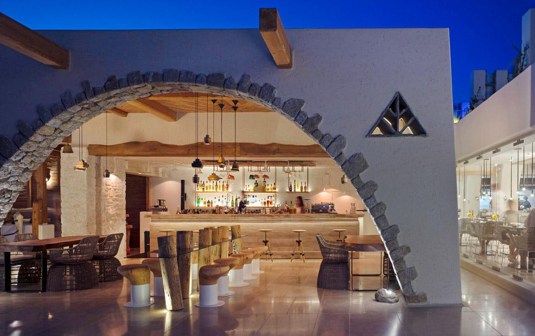 Bar & Sunset Lounge
