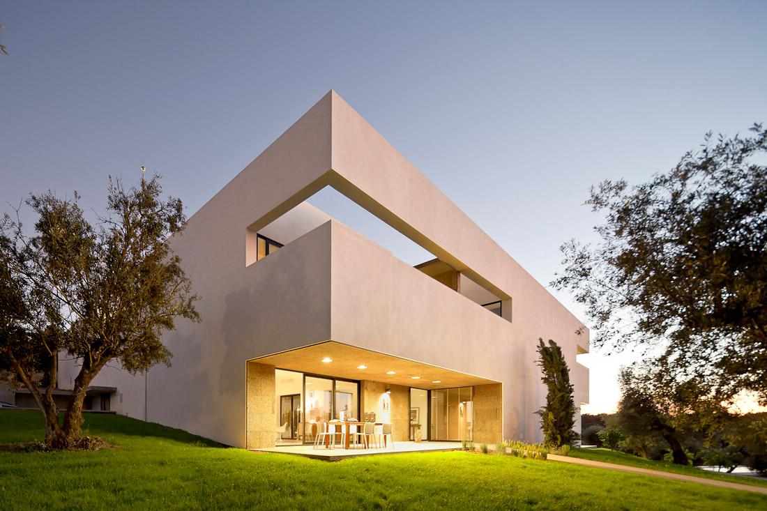 Contemporary villa in Portugal