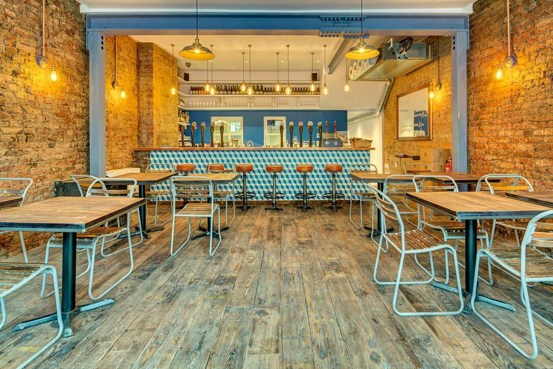Italian Pub in London