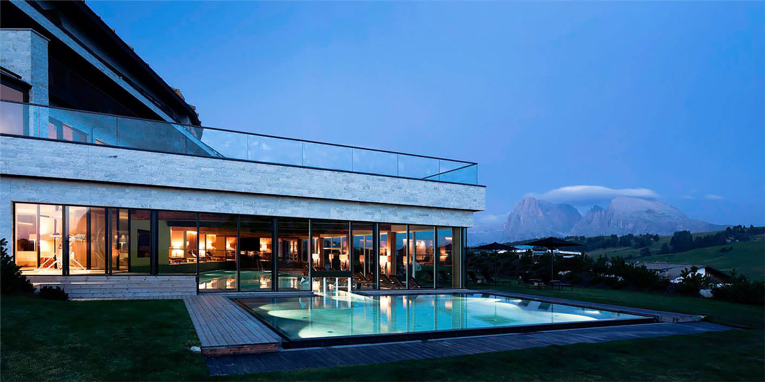 Luxury lodge with swimming pool