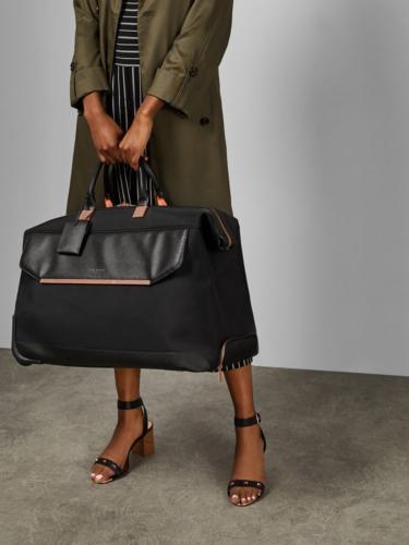 Stylish wheeled holdall bag