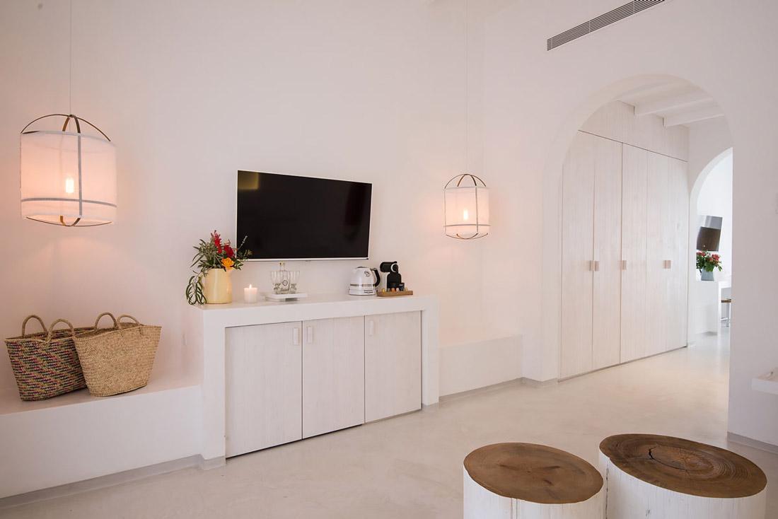 White, minimalist interiors