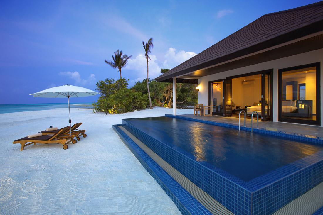 Pool villa near ocean