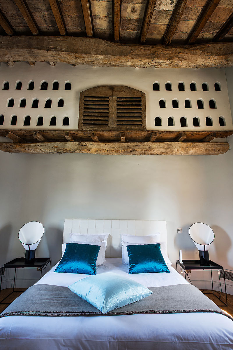 Bedroom with dovecote