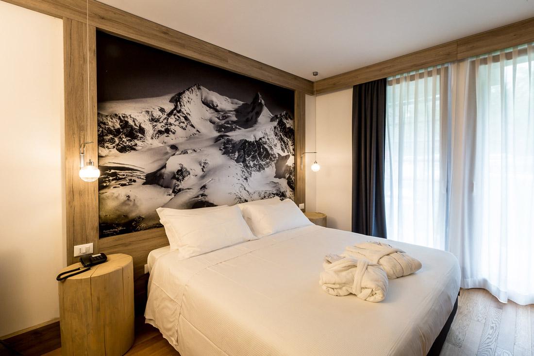 Contemporary alpine bedroom