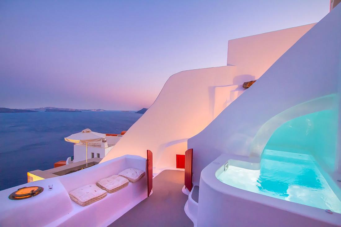 Best AirBnb option in Santorini