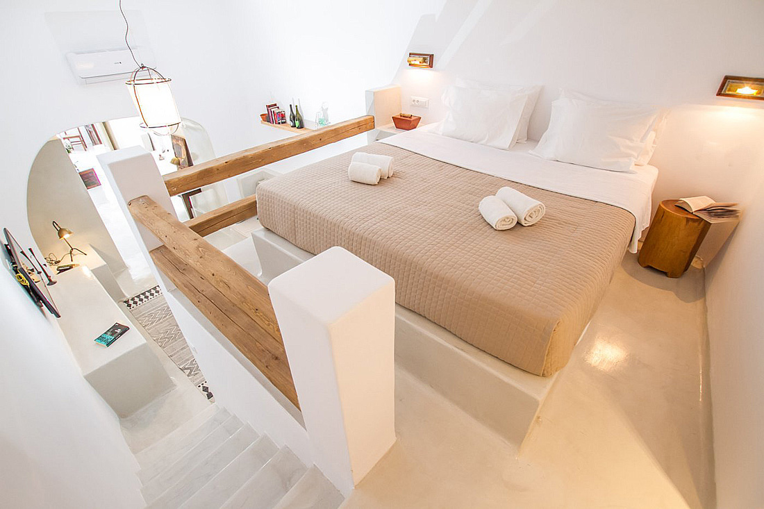 Cave house for rent in Santorini