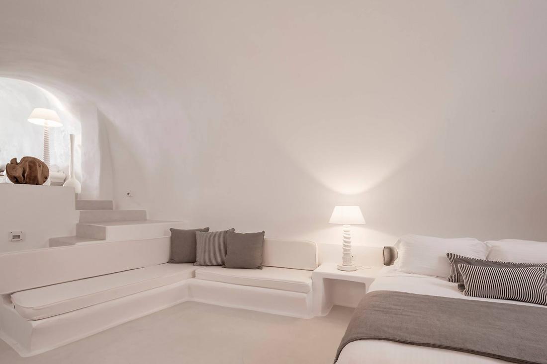 Private cave house in Santorini