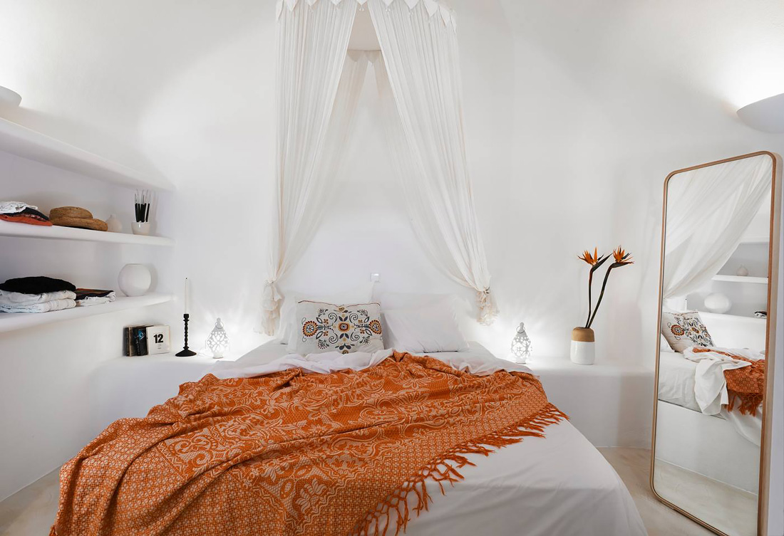 Small house to rent in Santorini