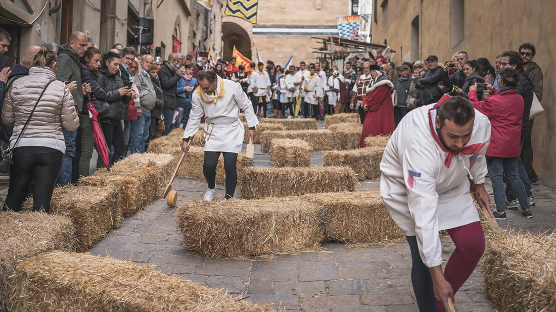 Cheese-rolling competition in Volterra