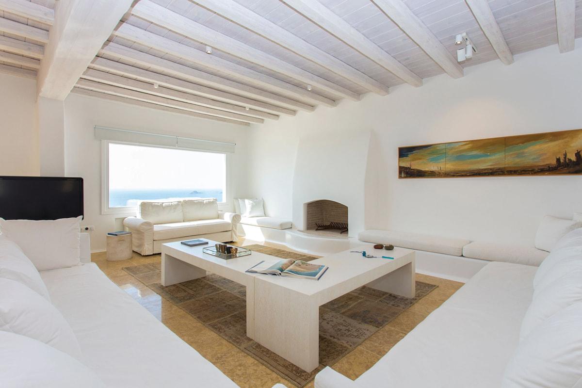 Villa for rent near Psarou Beach