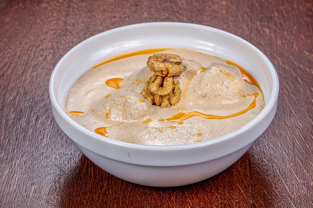 Satsivi with chicken and walnuts